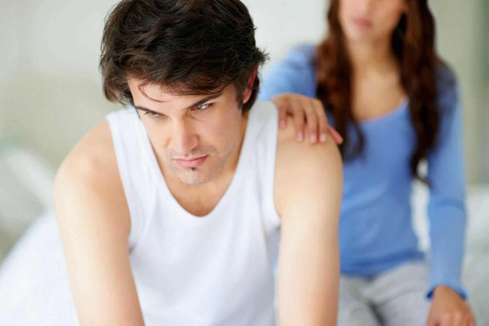 Nam giới bị yếu sinh lý và đang tìm hiểu về tác dụng của sâm cau để chữa bệnh